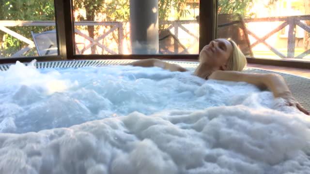 vídeos y material grabado en eventos de stock de hidroterapia en el spa - balneario spa