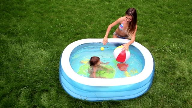 vídeos y material grabado en eventos de stock de hidroterapia - backyard pool