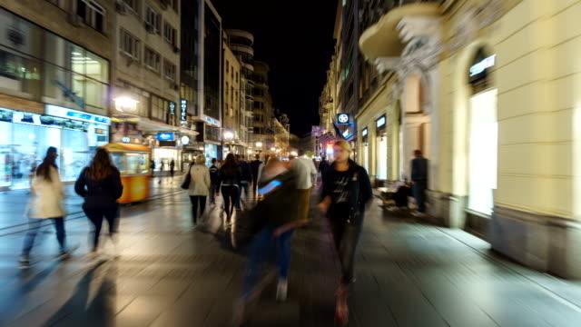 hyper ablauf der innenstadt zentrum von belgrad serbien - schaufenster stock-videos und b-roll-filmmaterial