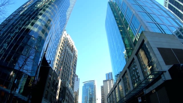 vídeos de stock e filmes b-roll de hyper lapse of driving through downtown vancouver - vancouver