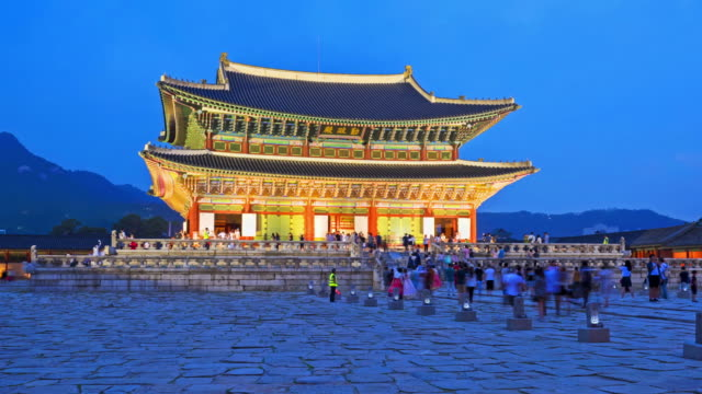 Hyper lapse of tourists swarming through Gyeongbokgung Palace in Seoul City,South Korea video