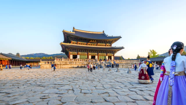 Hyper lapse of tourists swarming through Gyeongbokgung Palace in Seoul City,South Korea Hyper lapse of tourists swarming through Gyeongbokgung Palace in Seoul City,South Korea gyeongbokgung stock videos & royalty-free footage