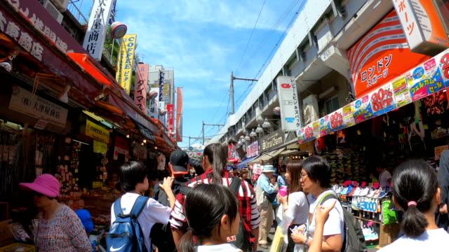 stockvideo's en b-roll-footage met 4k hyper lapse walking in meyoko market ueno tokio, japan. - tokio kanto