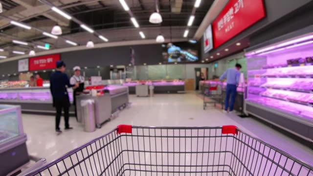 vídeos de stock e filmes b-roll de hyper lapse,shopping cart in supermarket ,korea - coreia do sul