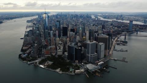 vista aerea hyperlapse di lower manhattan 4k - centro della città video stock e b–roll