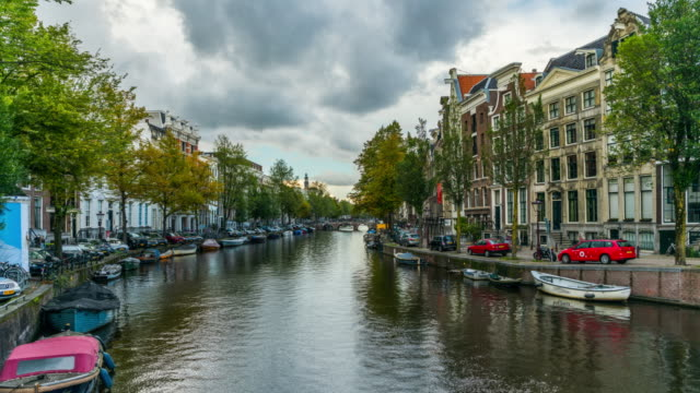hyperlapse : canal in amsterdam, netherlands - amsterdam video stock e b–roll