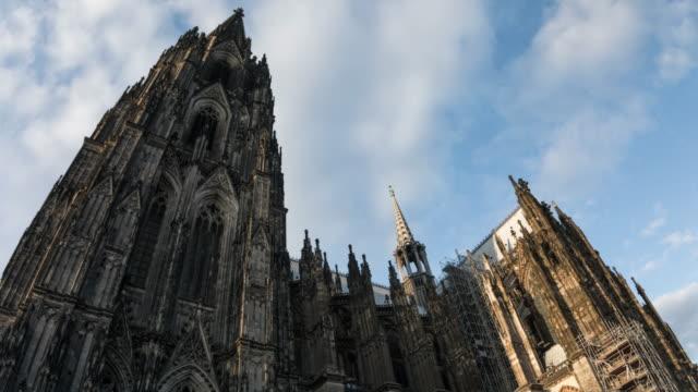 hyperlapse köln kathedrale - 4k stadtansichten, landschaften & gründer - köln stock-videos und b-roll-filmmaterial