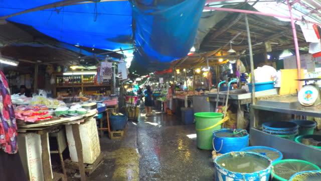 HD hyper-lapse : Enjoy walking in the Thailand market.