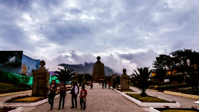 hyperlapse половины мира в эквадор - линия экватора стоковые видео и кадры b-roll