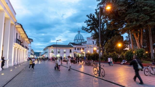 kolombiya 'da bir halk meydanının hyperlapse - kolombiya stok videoları ve detay görüntü çekimi