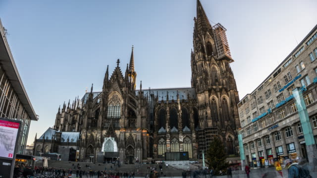 hyperlapse des kölner doms in deutschland - köln stock-videos und b-roll-filmmaterial