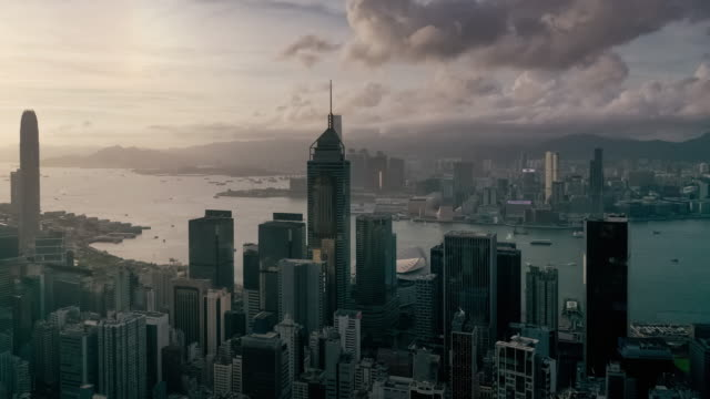 stockvideo's en b-roll-footage met hyperlapse van hong kong stedelijke skyline in zonsondergang tijd - hongkong