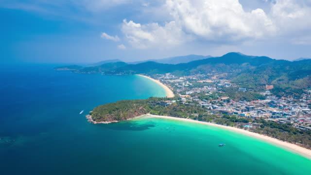 vidéos et rushes de hyperlapse de la côte tropicale de l'île de phuket avec des plages de sable parfait. thaïlande - mer d'andaman