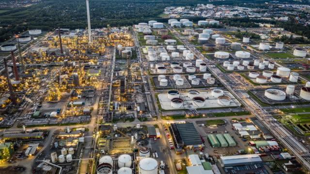 stockvideo's en b-roll-footage met hyperlapse: petrochemische installatie - chemische fabriek
