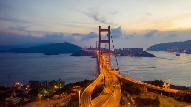 4k超車:暮光之城空中觀景香港城市無人機在橋上飛行的交通,包括發展建築、交通、能源基礎設施。亞洲金融和商務中心 - 航拍 個影片檔及 b 捲影像
