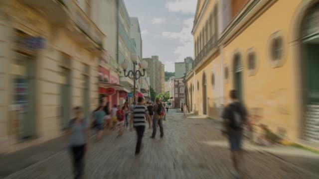 hyperlapse - gå genom en historisk gata i florianópolis - brasilien bildbanksvideor och videomaterial från bakom kulisserna