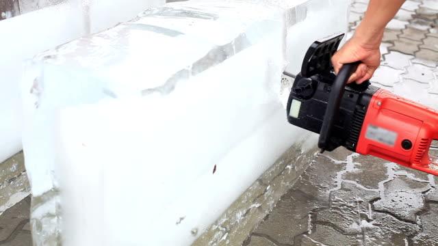 ice carver - motosega video stock e b–roll