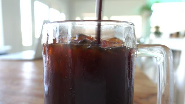 ice coffee - iskaffe bildbanksvideor och videomaterial från bakom kulisserna