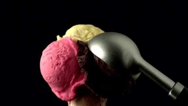 ice cream scoop placing on cornet video