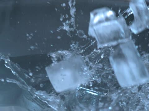 ice cubes and water ntsc - donmuş su stok videoları ve detay görüntü çekimi