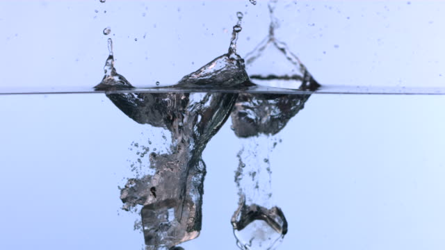ice cubes falling into water, slow motion - küp buz stok videoları ve detay görüntü çekimi