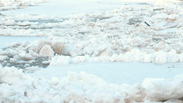 ice drift on the river. moving big ice floes close up. - ghiaccio galleggiante video stock e b–roll