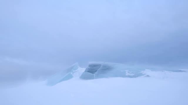 流氷と吹雪。 - 雪が降る点の映像素材/bロール