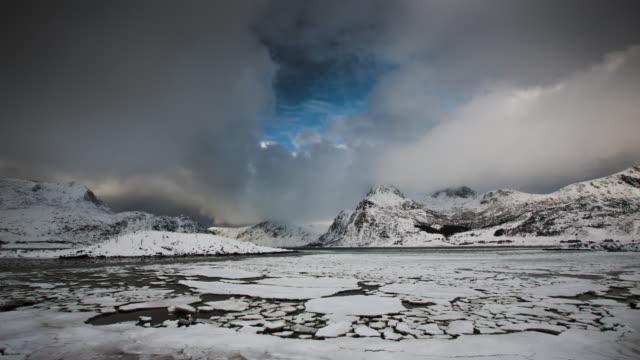vídeos y material grabado en eventos de stock de lapso de tiempo: ice floes costa del ártico - terreno extremo
