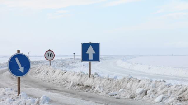 stockvideo's en b-roll-footage met ice road signs - estland