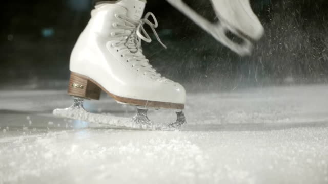 ice skater - łyżwa filmów i materiałów b-roll