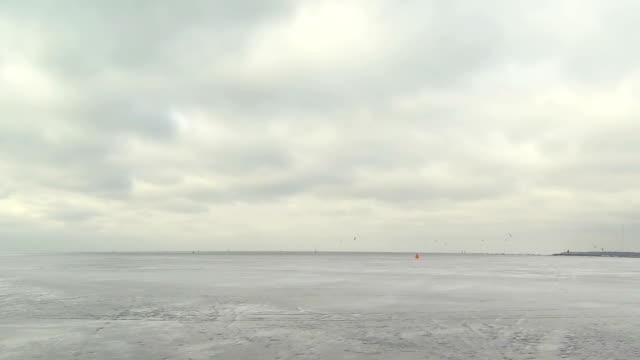 vídeos de stock, filmes e b-roll de inverno de windsurf - campeonato esportivo