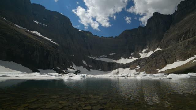 vídeos de stock e filmes b-roll de icebergue lago no parque nacional glacier - ronaldo