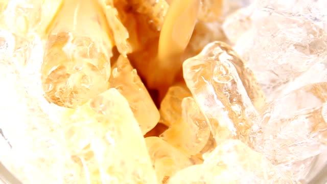 iced coffee - iskaffe bildbanksvideor och videomaterial från bakom kulisserna
