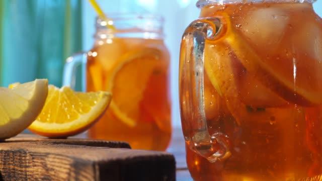 buzlu çay - serinletici stok videoları ve detay görüntü çekimi
