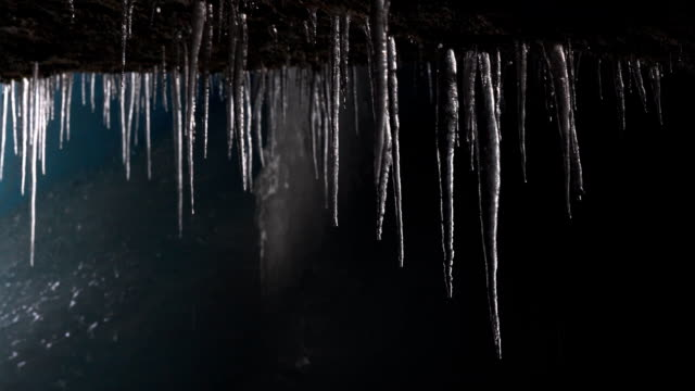 istappar droppande i ice cave - icicle bildbanksvideor och videomaterial från bakom kulisserna