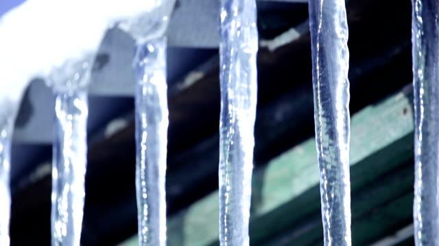 istappar som hänger på tak - icicle bildbanksvideor och videomaterial från bakom kulisserna
