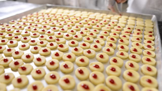 icing cookies - formare pane video stock e b–roll