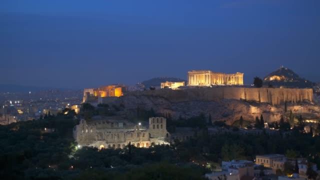 kultowa świątynia partenon na akropolu w atenach, grecja - attyka grecja filmów i materiałów b-roll