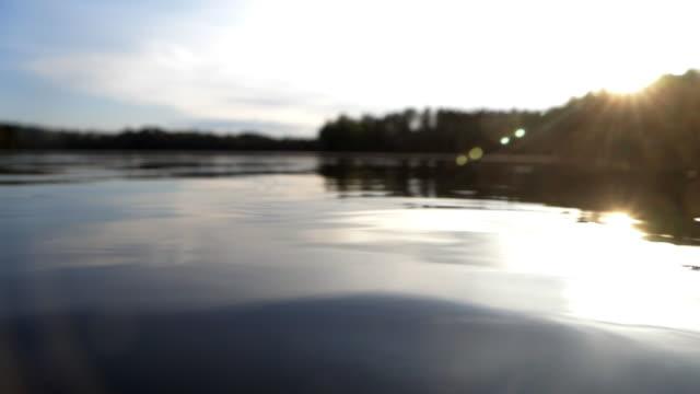 Idyllischer See in der Abendsonne – Video