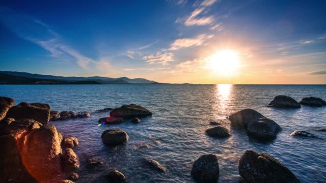 海の時間経過の牧歌的な夕日。タイ。サムイ島 - サムイ島点の映像素材/bロール
