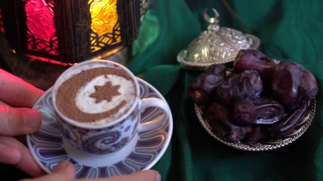 iftar middags bordet. eid hälsning kaffe. firar muslim holiday - ramadan lykta bildbanksvideor och videomaterial från bakom kulisserna