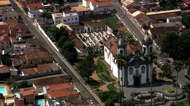 igreja são francisco - havadan görünümü - minas gerais, são joão del rei, brezilya - pope francis stok videoları ve detay görüntü çekimi