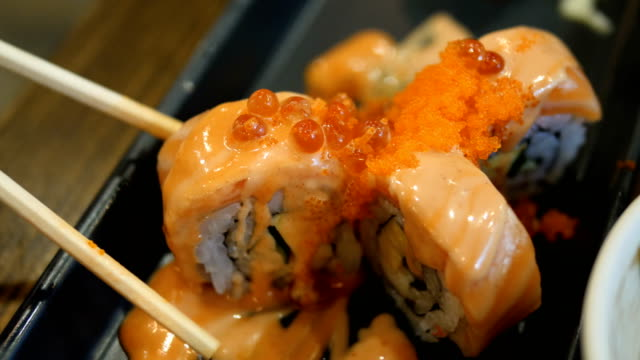 suchi ikura - sushi stock-videos und b-roll-filmmaterial