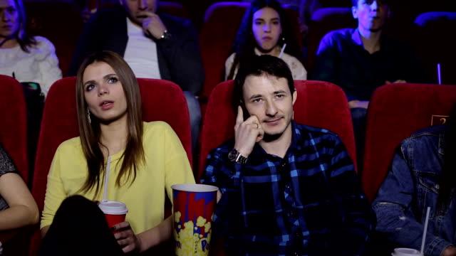 stockvideo's en b-roll-footage met zieke man praat aan de telefoon in de bioscoop en interfereert bezoekers. - swearing