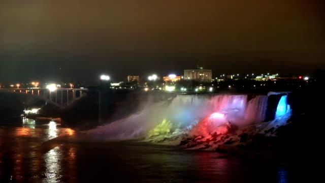 vídeos de stock, filmes e b-roll de hd: iluminação leve da american cataratas do niágara, ontário, canadá - rio niagara