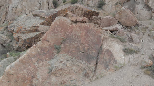 Image of Buddha on the rocks in the Tamgaly Tas tract
