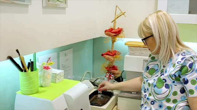 immersing the sample tissue in Pathology Lab video