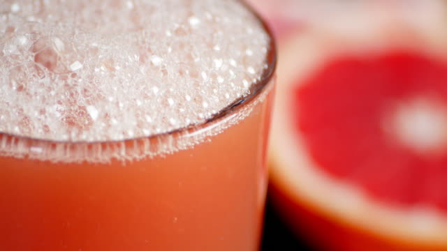 In a glass pour fresh grapefruit juice.