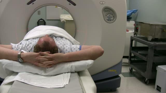 vídeos de stock e filmes b-roll de no'scanner' - tomografia