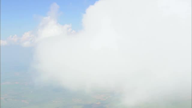vídeos de stock e filmes b-roll de nas nuvens-vista aérea-oklahoma, condado de jackson, estados unidos - fofo texturizado